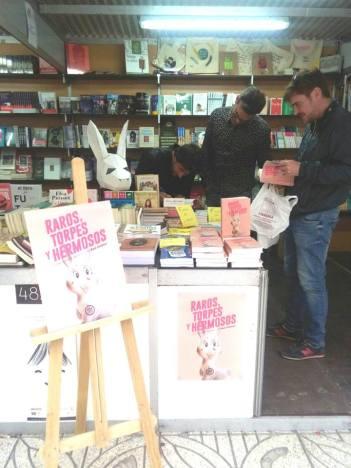 Firma de ejemplares en la Feria del libro de Alicante. Raros, torpes y hermosos